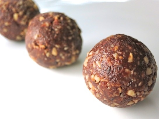 Crunchy Cocoa Date Truffles: dairy and refined sugar free!